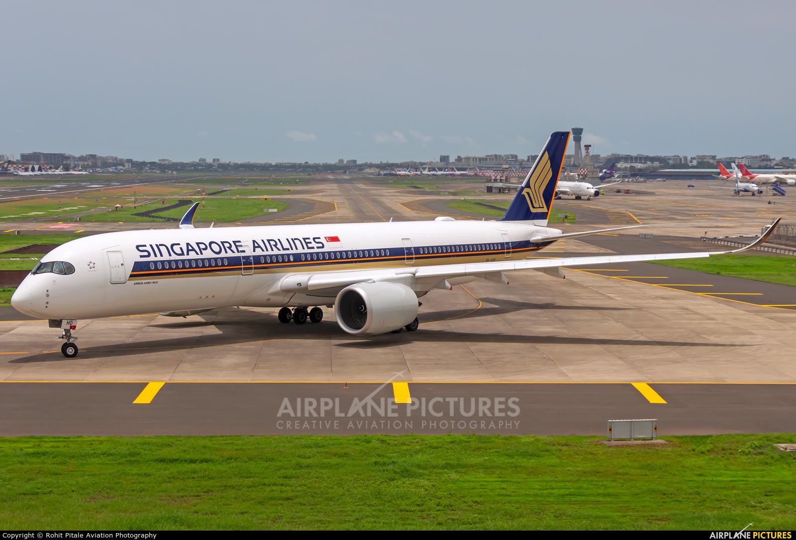 Singapore Airlines 9V-SHO aircraft at Mumbai - Chhatrapati Shivaji Intl