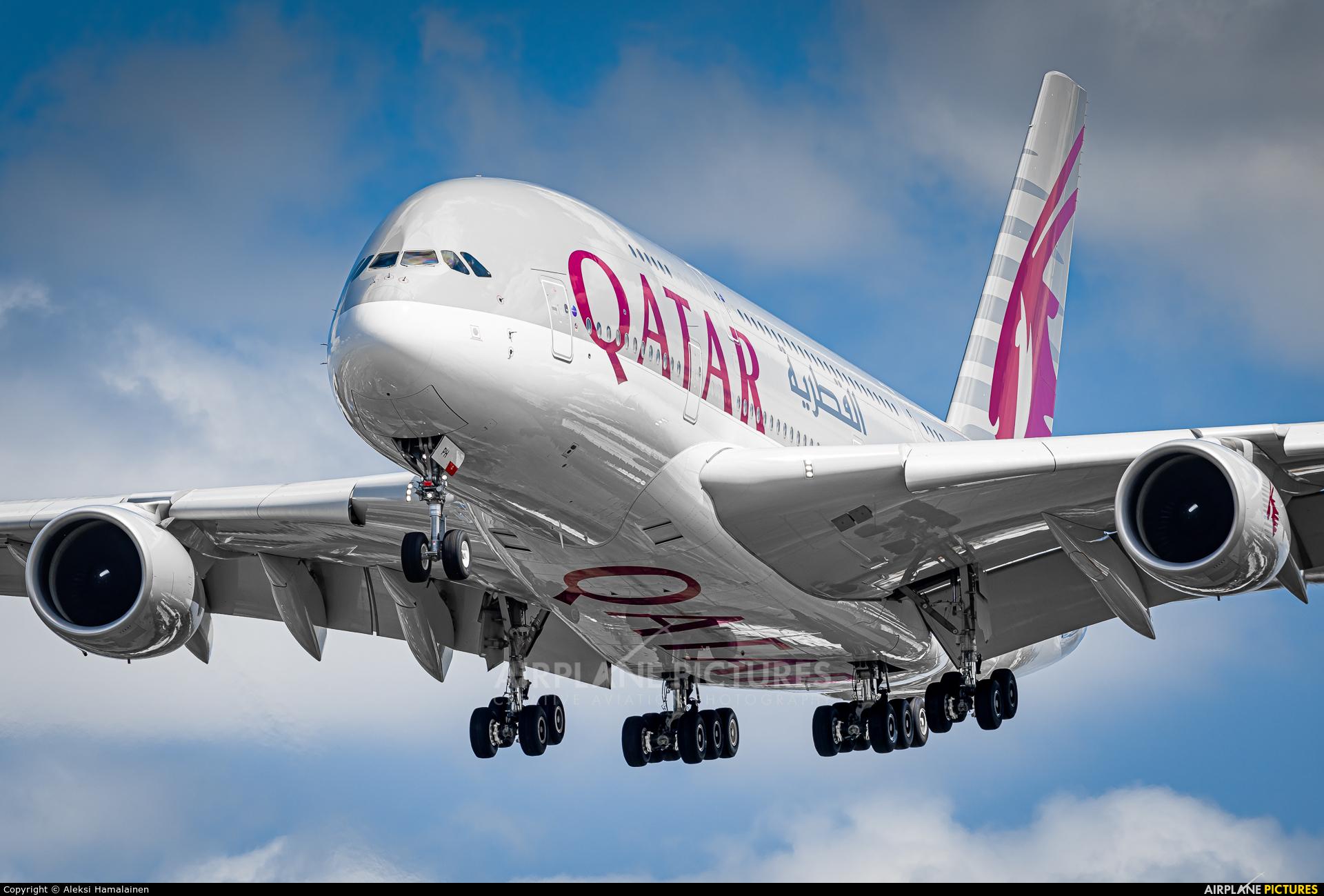 Qatar Airways A7-APH aircraft at London - Heathrow