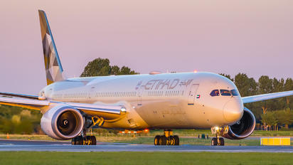 A6-BMF - Etihad Airways Boeing 787-10 Dreamliner