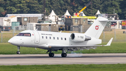 T-752 - Switzerland - Air Force Bombardier Challenger 605