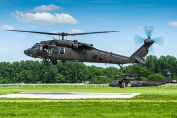 90-26271 - USA - Army Sikorsky H-60L Black hawk