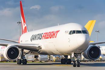 VH-EFR - QANTAS Boeing 767-300F