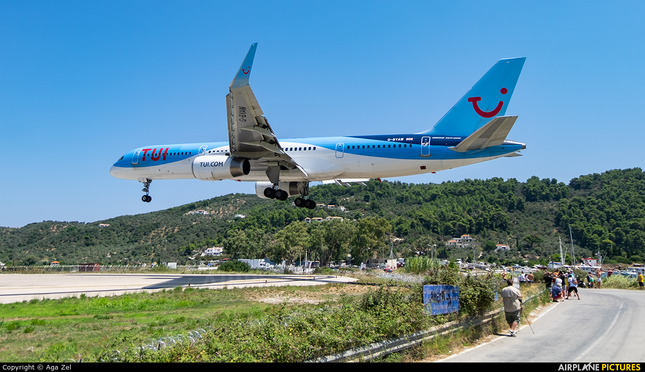 - Airport Overview - aircraft at Skiathos