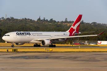 VH-EBA - QANTAS Airbus A330-200