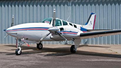 2-DOLU - Private Beechcraft 58 Baron