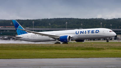 N12010 - United Airlines Boeing 787-10 Dreamliner