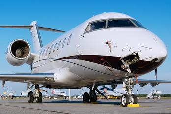 P4-BFM - Private Bombardier Challenger 605
