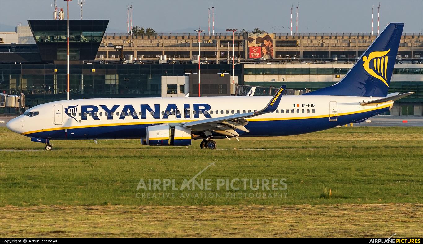 Ryanair EI-FID aircraft at Kraków - John Paul II Intl