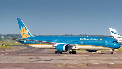 VN-A879 - Vietnam Airlines Boeing 787-10 Dreamliner