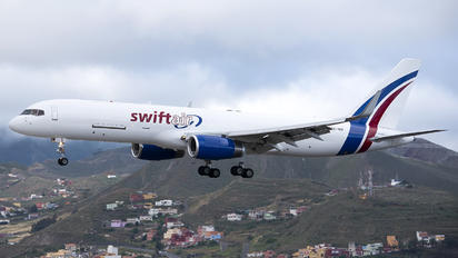 EC-NIV - Swift Air Boeing 757-223(SF)