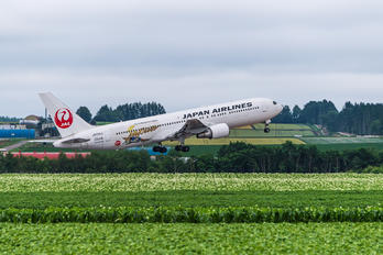 JA656J - JAL - Japan Airlines Boeing 767-300