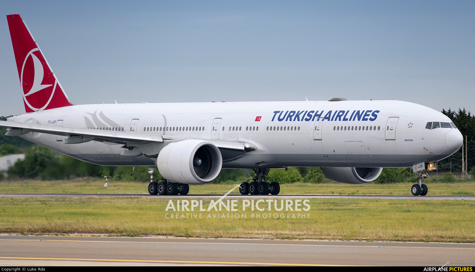 Turkish Airlines TC-JJR aircraft at Bucharest - Henri Coandă