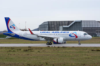 D-AXAW - Ural Airlines Airbus A320