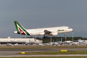 EI-DTJ - Alitalia Airbus A320