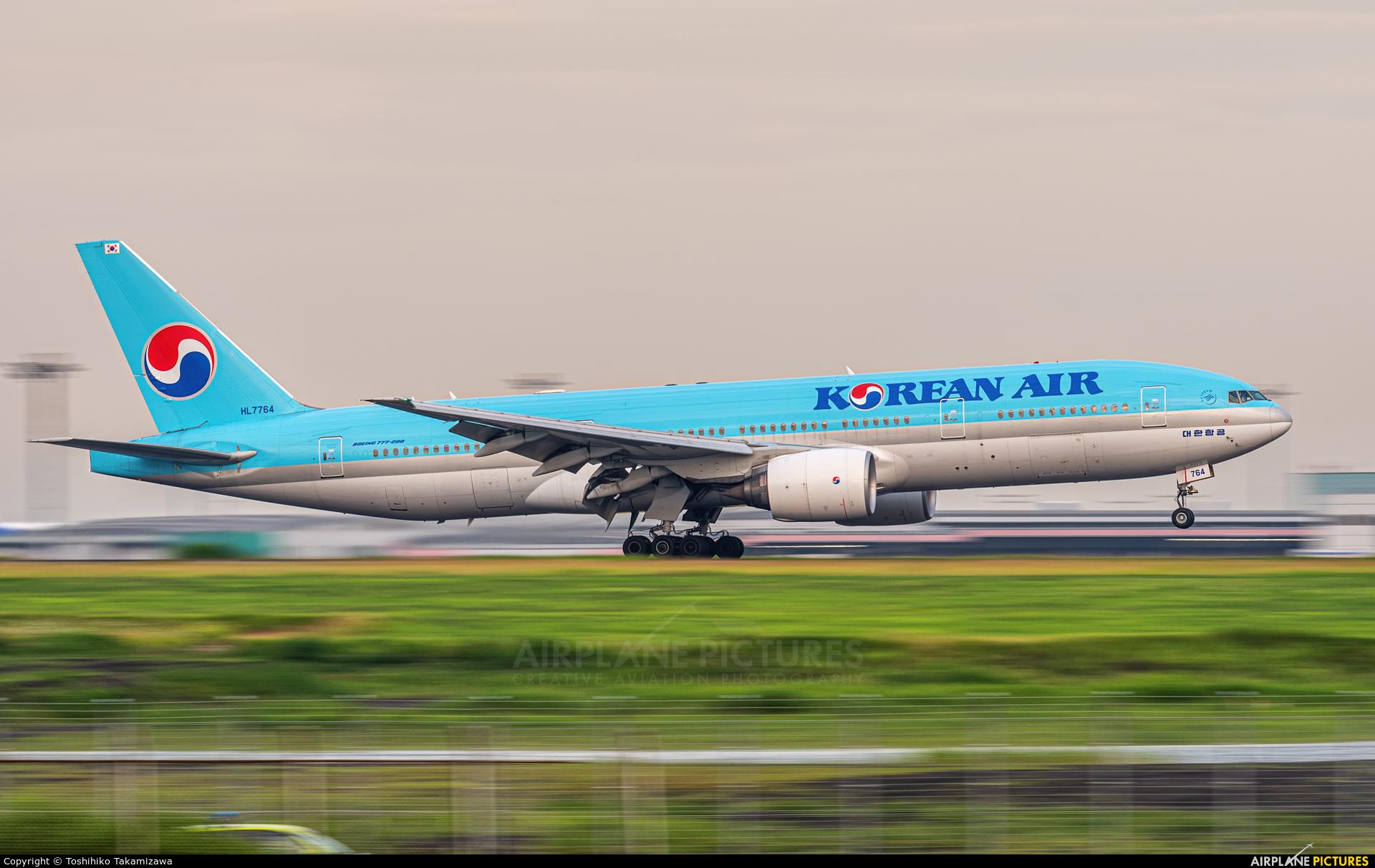 Korean Air HL7764 aircraft at Tokyo - Haneda Intl