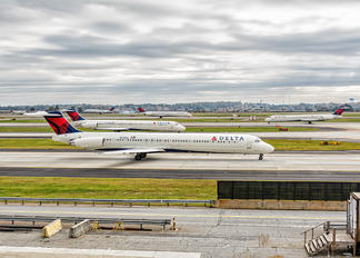 N970DL - - Airport Overview - Airport Overview - Runway, Taxiway