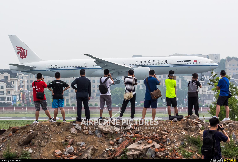 Air China B-2037 aircraft at Dalian Zhoushuizi Int'l