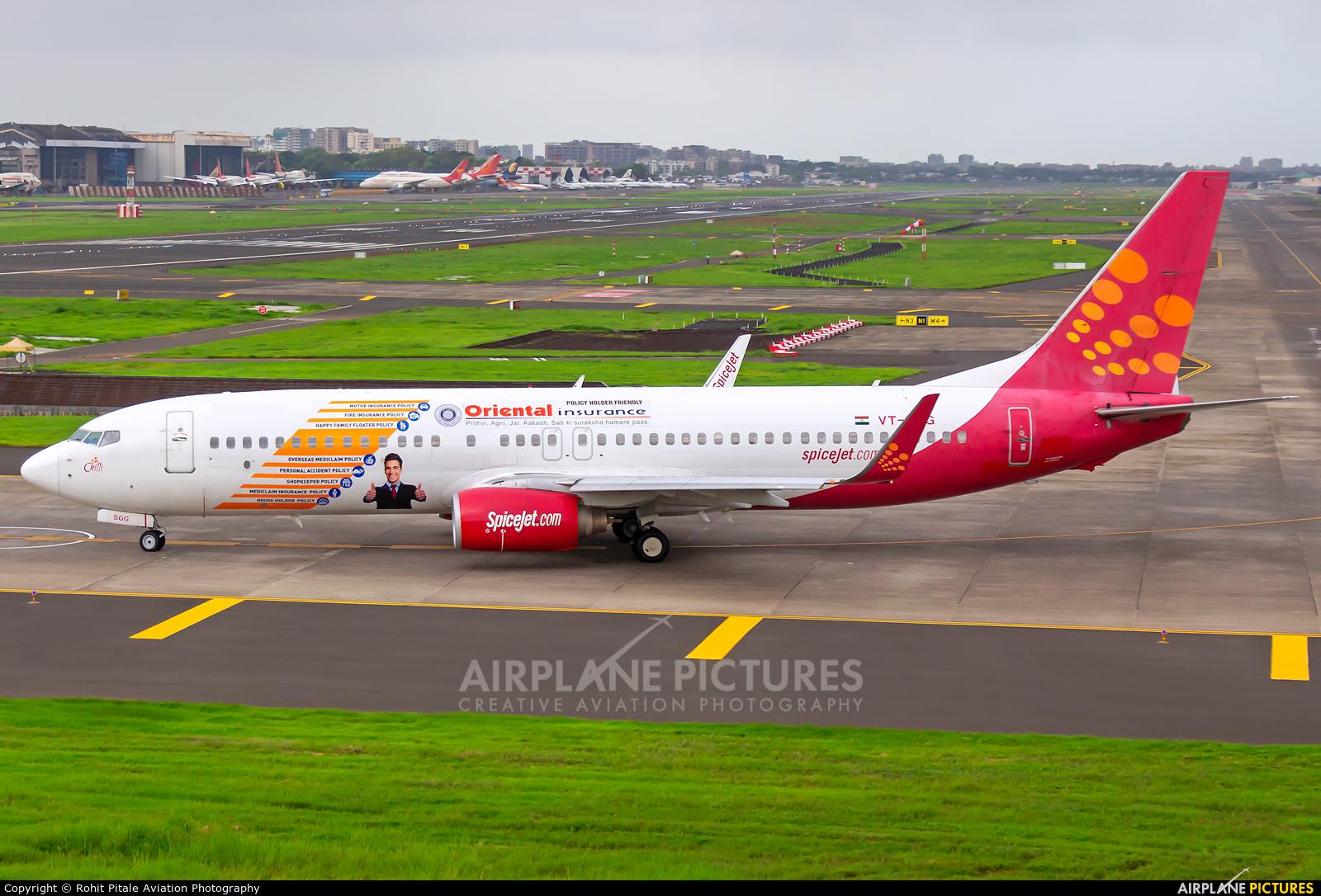 SpiceJet VT-SGG aircraft at Mumbai - Chhatrapati Shivaji Intl