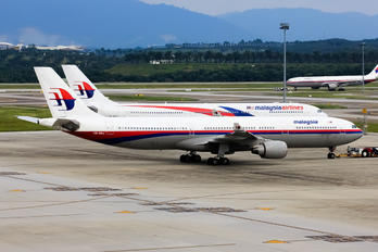 9M-MKJ - Malaysia Airlines Airbus A330-300
