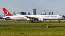 Turkish Boeing 777 visited Warsaw title=