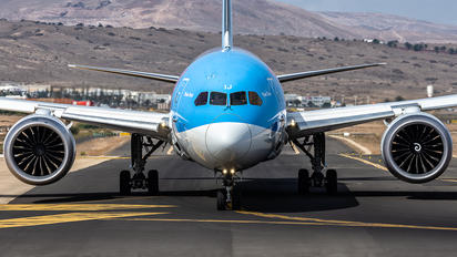 G-TUIJ - TUI Airways Boeing 787-9 Dreamliner