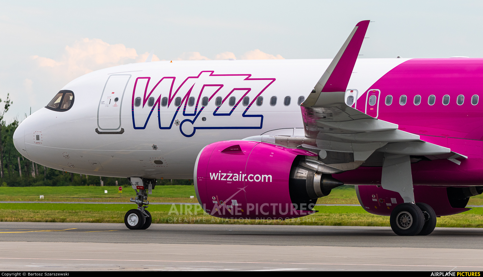 Ha Lje Wizz Air Airbus A320 Neo At Wroclaw Copernicus Photo Id 1328688 Airplane Pictures Net