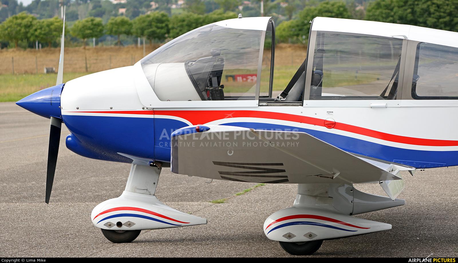 Private F-GIKM aircraft at Marmande - Virazeil