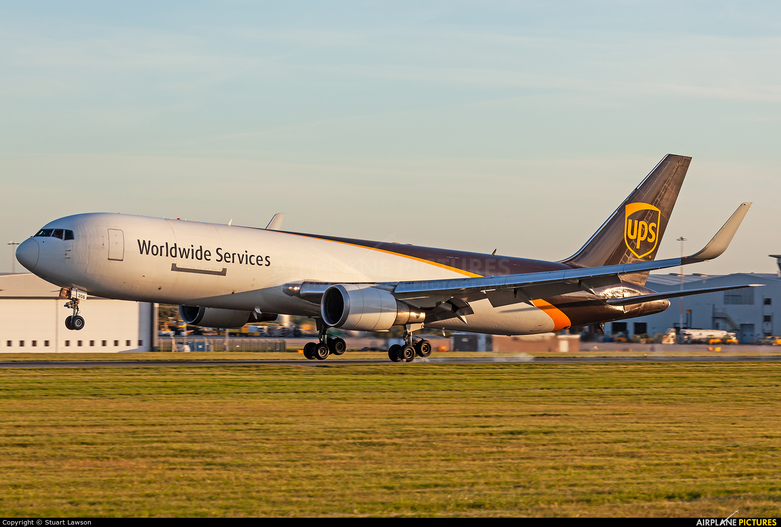 UPS - United Parcel Service N306UP aircraft at East Midlands