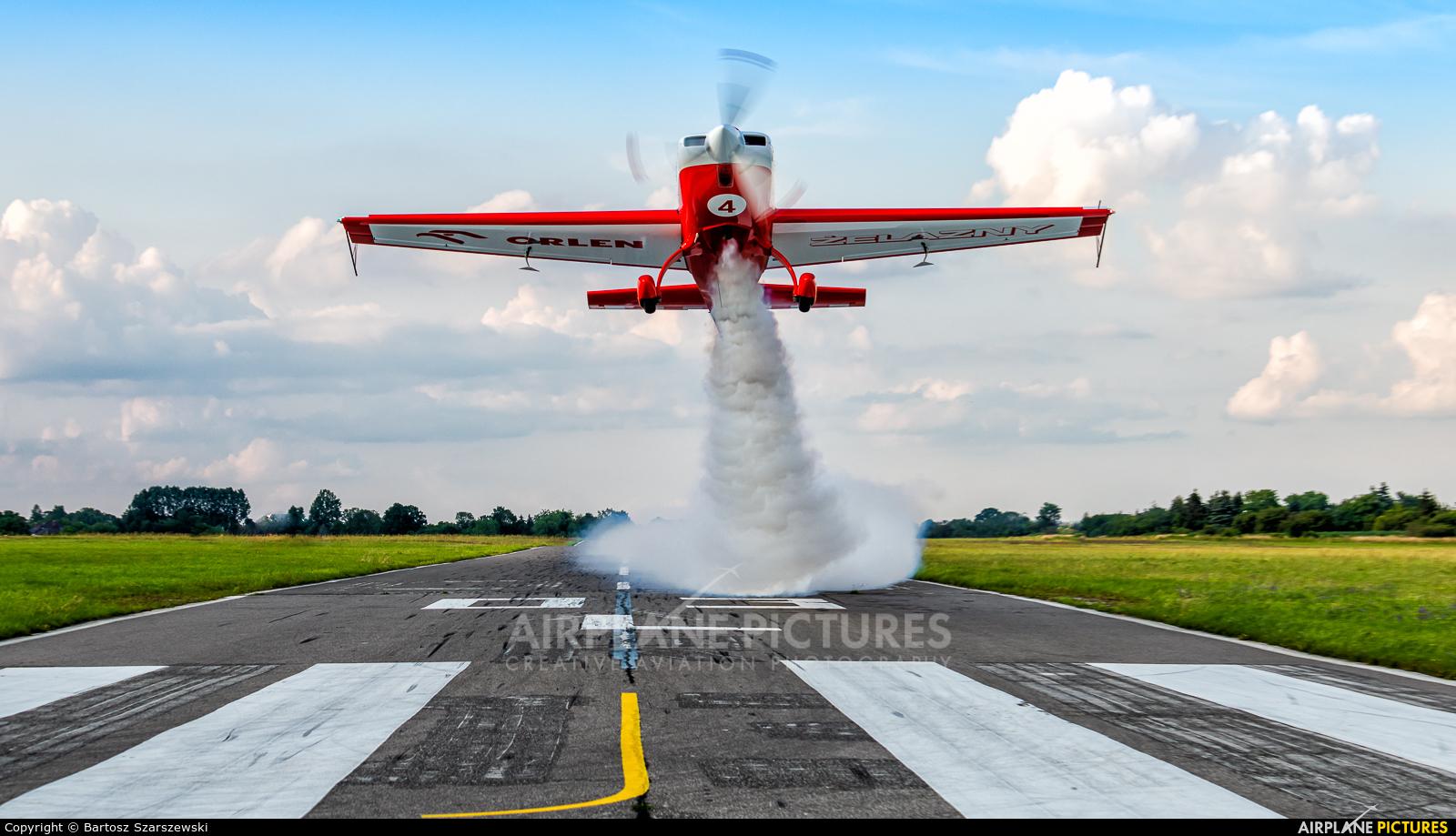 Grupa Akrobacyjna Żelazny - Acrobatic Group SP-UTA aircraft at Piotrków Trybunalski