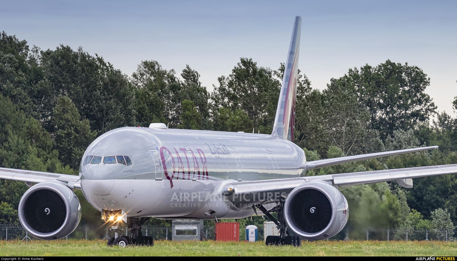 Qatar Airways A7-BAW aircraft at Warsaw - Frederic Chopin