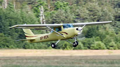 SP-REN - Private Cessna 152