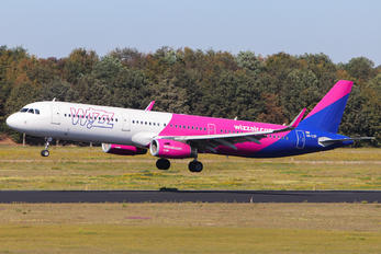 HA-LXP - Wizz Air Airbus A321