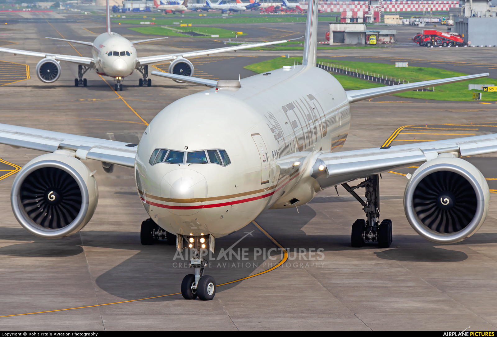 Etihad Airways A6-ETQ aircraft at Mumbai - Chhatrapati Shivaji Intl