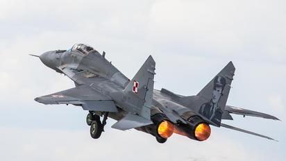 89 - Private Mikoyan-Gurevich MiG-29A