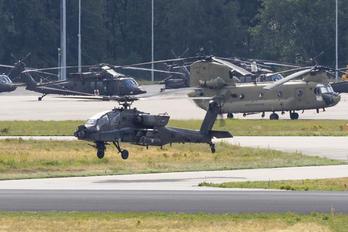04-05426 - USA - Army Boeing AH-64D Apache