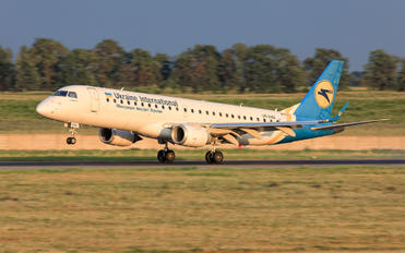 UR-EMB - Ukraine International Airlines Embraer ERJ-190 (190-100)