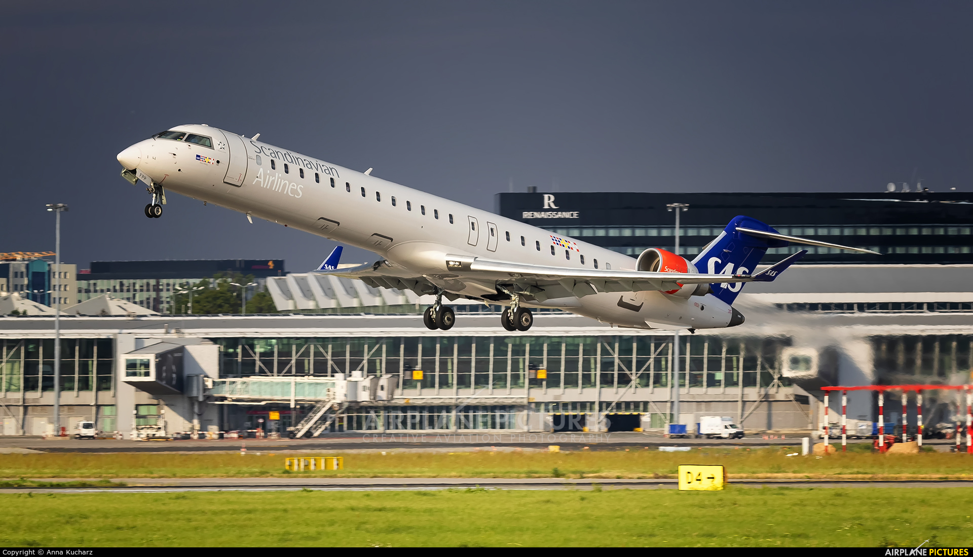 SAS - Scandinavian Airlines EI-FPP aircraft at Warsaw - Frederic Chopin