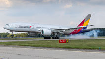 HL7700 - Asiana Airlines Boeing 777-200ER aircraft