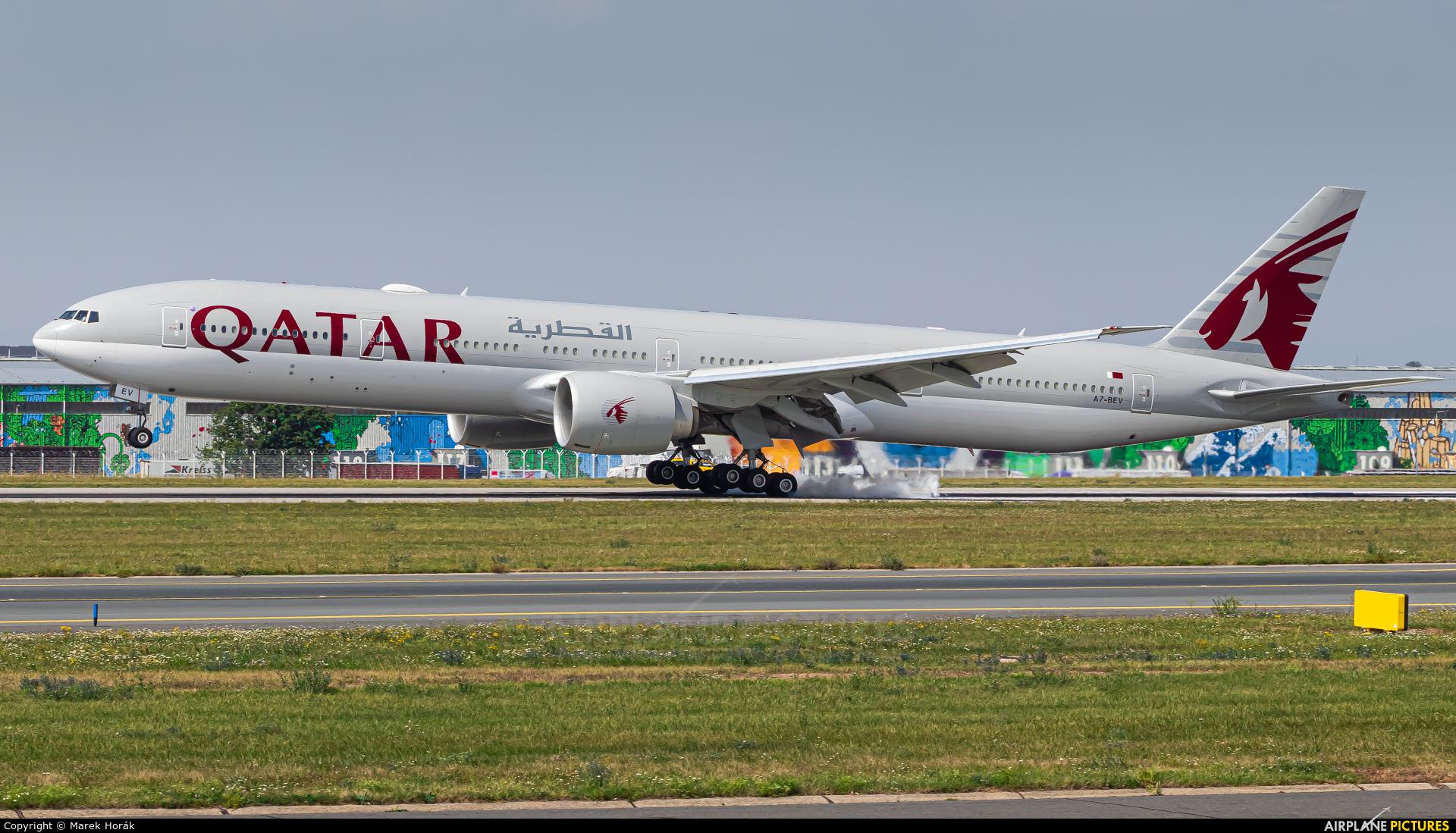 Qatar Airways A7-BEV aircraft at Prague - Václav Havel