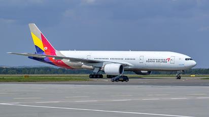 HL7700 - Asiana Airlines Boeing 777-200ER