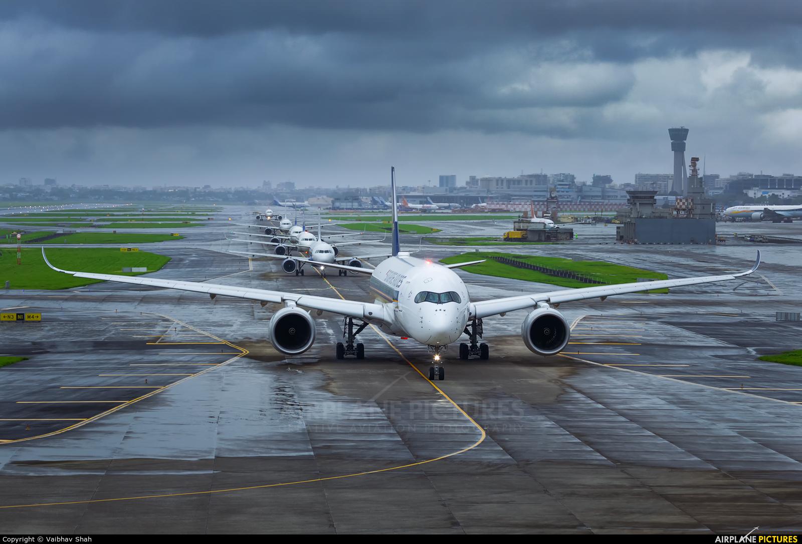 Singapore Airlines 9V-SML aircraft at Mumbai - Chhatrapati Shivaji Intl
