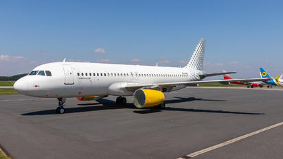 EC-LRE - Vueling Airlines Airbus A320