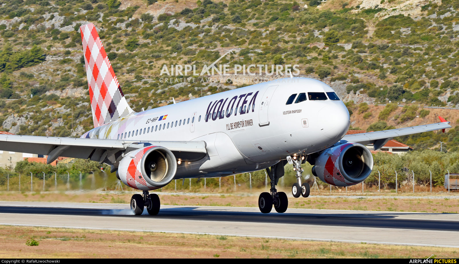 Volotea Airlines EC-NHP aircraft at Split - Kaštela