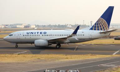 N17753 - United Airlines Boeing 737-700