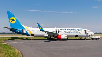 UR-PSS - Ukraine International Airlines Boeing 737-800