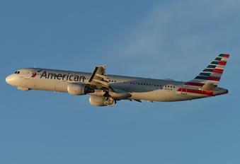 N154UW - American Airlines Airbus A321