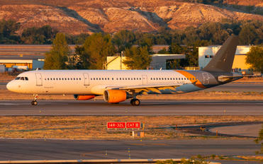 YL-LCX - SmartLynx Airbus A321