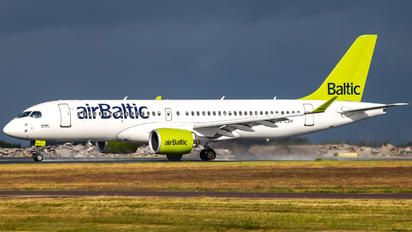 YL-CSH - Air Baltic Airbus A220-300