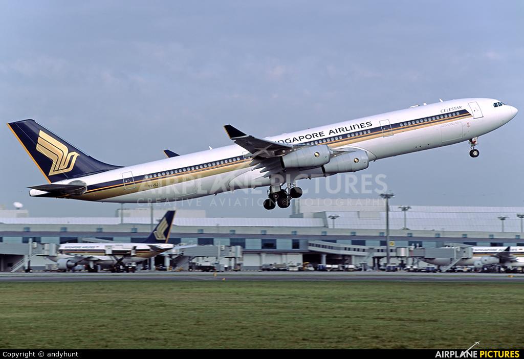 Singapore Airlines 9V-SJJ aircraft at Singapore - Changi