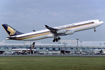 9V-SJJ - Singapore Airlines Airbus A340-300